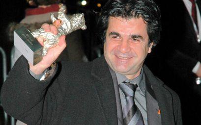 Le réalisateur Iranien Jaffar Panahi, trophée à la main, en 2006.